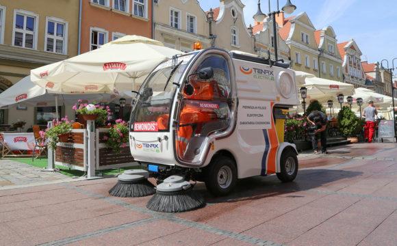 Pierwsza w Polsce chodnikowa zamiatarka elektryczna trafiła do Opola