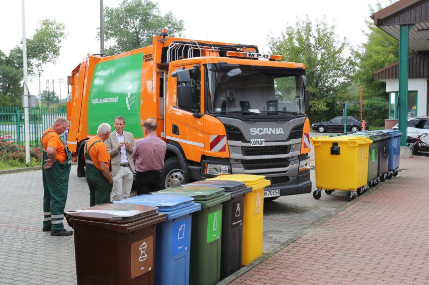Flota MPO Warszawa bogatsza o 34 nowe śmieciarki