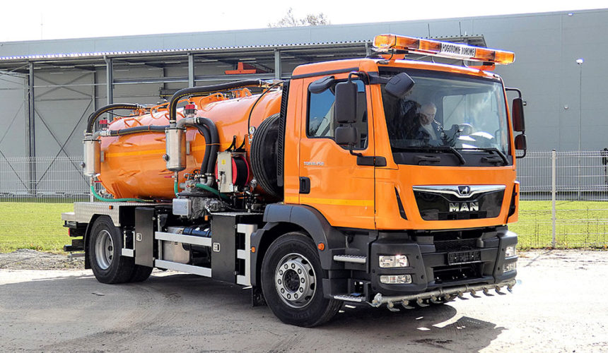 Pierwszy w Polsce dwudrogowy pojazd asenizacyjny do obsługi infrastruktury szynowej