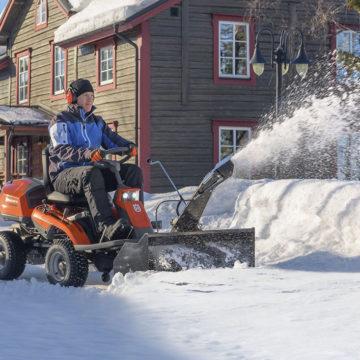 Ridery i traktory Husqvarna niezastąpione podczas zimy